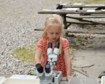 Skovsgaard_mikroskop_pige